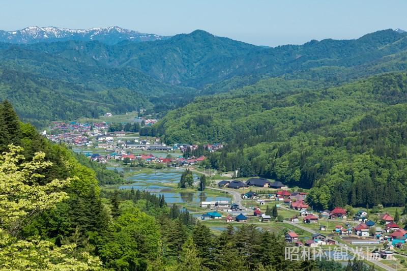奥会津昭和の森キャンプ場展望台からの眺め(初夏)